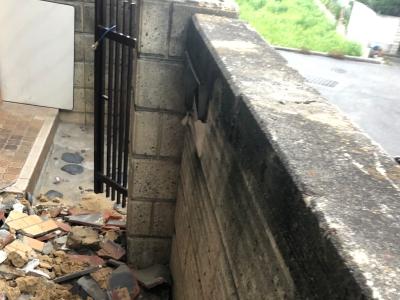 施工前の門塀