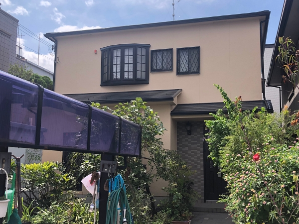 外壁は3分艶(ツヤ)で上品な仕上がり、屋根は遮熱塗料のラジセラルーフ  堺市K様