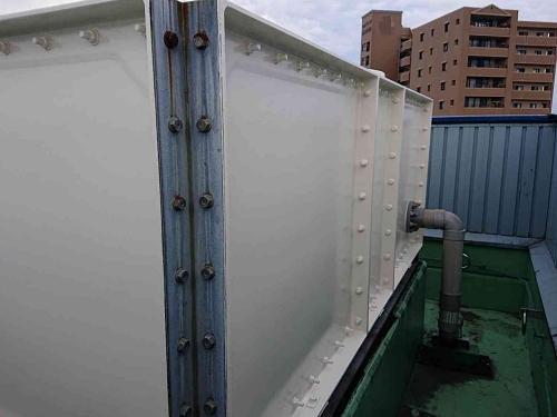 貯水槽メンテナンス塗装は、黒色の下地とフッ素塗料 大阪府堺市