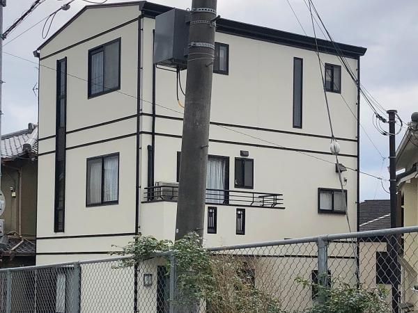 3階建て 鋼板屋根塗装と外壁塗装でシックな仕上がりに 堺市M様