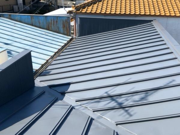 台風で屋根笠木が飛散、トタン屋根も塗装で夏の暑さ対策 堺市M様