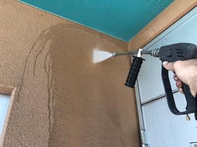 外壁 高圧洗浄中