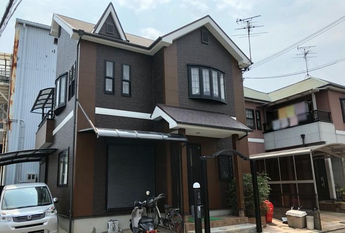 シックモダンな色に白のアクセントを採用したおしゃれな外壁塗装 堺市K様邸