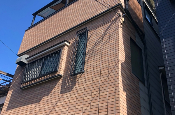 油汚れを落としサイディングのデザイン性そのまま残すクリア(透明)塗装! 堺市西区