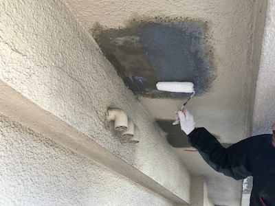 外壁爆裂欠損補修 シーラー塗布