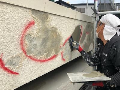 外壁浮き補修 不陸調整1回目