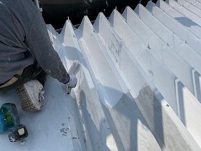 折半屋根 ガイナ下塗り