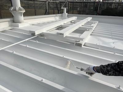 折半屋根 ガイナ上塗り
