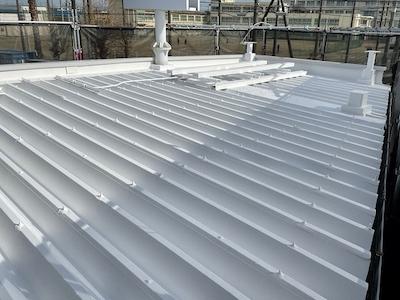 折半屋根 ガイナ塗装完了