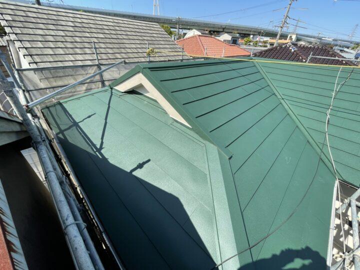 今から始める台風対策!海の近くの屋根リフォーム工事 | 堺市の外壁塗装専門店 千成工務店